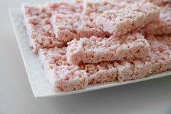 Knusperige Scheibe des selbst gemachten rosa Eibischreises Stockbilder