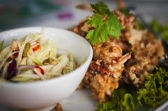 Knusperige weiche Shell Crab Salad mit einer Mischung der Mango stockbilder