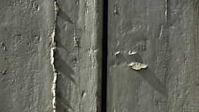Knusperiger Schatten auf der Tür Stockfotos