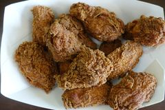 Knusperiges heißes Flügel-Huhn von hallo Fastfood-Kette fünf lizenzfreies stockbild