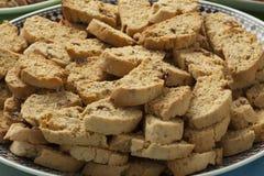 Knusprige marokkanische wohlschmeckende würzige fekkas Plätzchen Stockbilder