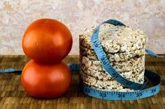 Knuspriges Brot und Tomaten Lizenzfreie Stockfotos