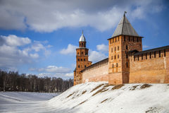 Knyazhaya en Kokui-Torens, Veliky Novgorod het Kremlin royalty-vrije stock foto