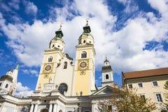 Kościół z góruje i osiąga w Bressanono Brixen, Italy obraz royalty free