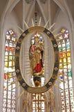 KoÅ ¡ is - barock jungfrulig Mary statyinsida av mandorlaen från den Sanktt Elizabeth gotiska domkyrkan Royaltyfri Bild