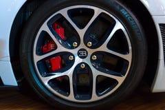 Koła i międlenie systemu składniki pełnych rozmiarów luksusowy samochodowy Bentley GT V8 Nowy Kontynentalny kabriolet Obrazy Royalty Free