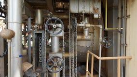 Koła z pulleys i łańcuchami w przemysłowej miejsce roślinie Obraz Royalty Free