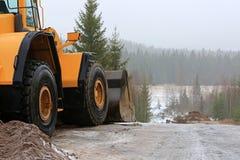 Koło ładowacz przy budowy drogi miejscem fotografia royalty free