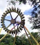 Koło parka rozrywkiego zabawy krańcowa przejażdżka zdjęcia stock