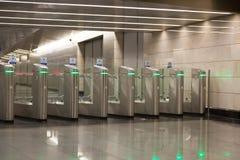 Kołowroty na wejściu metro obraz stock