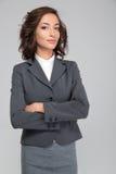 Kołtuńska młoda biznesowa kobieta z rękami krzyżować Obraz Stock