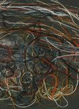 Kołtuniaste barwione nici na czerni tła tęczy nici Płynąć Obrazy Stock