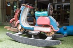 Kołysać końską drewnianą zabawkę Fotografia Royalty Free