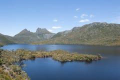 Kołysankowe góry Tasmania z jeziorem Fotografia Royalty Free