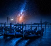 Kołyszące gondole w Wenecja przy świtem Zdjęcie Stock