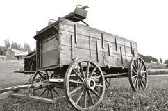 Koń ciągnący buckboard i furgon czarny i biały () zdjęcie royalty free