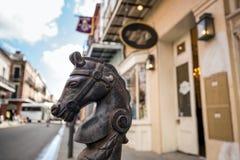 Koń głowy projekt w bourbon ulicie w dzielnicie francuskiej obraz royalty free