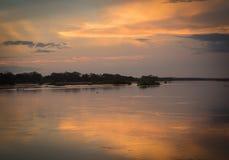 Końcówka dzień przy spotkaniem rzeki parnaÃba i poty w Brazil fotografia royalty free