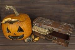 Końcówka Halloween, pleśniowa bania Pamiętać Halloween Głowa rzeźbiąca od bani na Halloween Zdjęcia Stock
