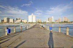 Końcówka molo widok Durban linia horyzontu, Południowa Afryka na oceanie indyjskim Fotografia Stock