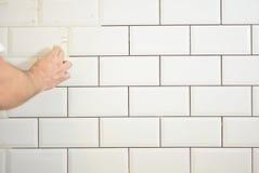 Kończyć taflować kuchnia z białymi płytkami obrazy royalty free