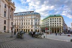 Końscy frachty na St Michael obciosują Michaelerplatz blisko Hofburg pałac, Wiedeń, Austria obrazy royalty free