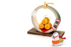 Końska figurka i Trzy złotej słomianej ryż torby. Zdjęcia Stock