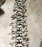 Kość kościół przy Kutna Hora - czaszka i crossbone kolumna Obraz Royalty Free