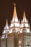kościół świątecznej zapal świątynię. zdjęcia royalty free