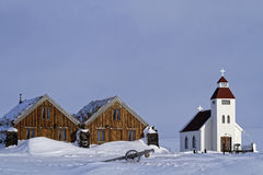 Kościół i gospodarstwo rolne w śniegu Obraz Royalty Free
