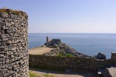 Kościół i ruiny przy Porto Venere w Włochy Zdjęcie Stock