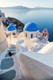 Kościół i schodki w Oia, Santorini zdjęcie royalty free