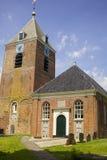 Kościół i wierza w średniowiecznej wiosce w holandiach obraz royalty free