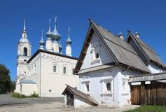 Kościół ikona matka bóg i posada dom w Suzdal, Rosja obrazy stock