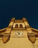 Kościół Katolicki przeciw niebu obrazy royalty free