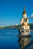 Kościół na rzecznym Dnipro i widoku Kyiv Obraz Royalty Free
