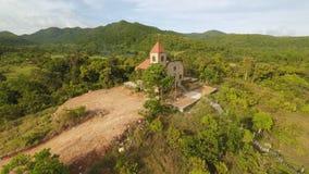 Kościół na wzgórzu w Malbato wiosce Filipiny Coron PALAWAN widok z lotu ptaka zdjęcie wideo