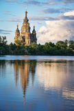kościół niedaleko miasta Paul Peter peterhof rosyjskiego s st Petersburga Zdjęcia Royalty Free
