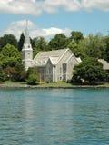 kościół palec jeziora. Fotografia Royalty Free