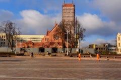 Kościół Saints Simon i Helena na niezależność kwadracie w Minsk Bia?oru? zdjęcie stock