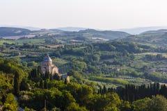 Kościół San Biagio i krajobraz blisko Montepulciano, Włochy fotografia royalty free