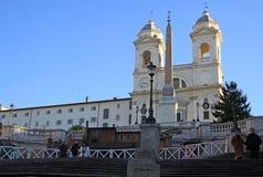 Kościół Santissima Trinita dei Monti nad hiszpańszczyzna kroki w Rzym, Włochy zdjęcie royalty free