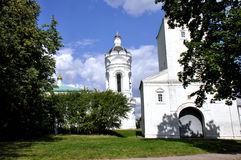 Kościół St George z dzwonkowy wierza Vodovzvodnaya wierza Zdjęcia Royalty Free