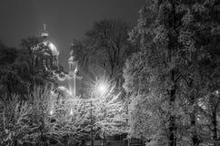 Kościół wśród drzew zakrywających z śniegiem Obraz Stock