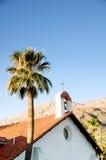 Kościół w drzewkach palmowych w palm springs Obrazy Stock