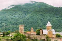 Kościół W Grodowym Powikłanym Ananuri W Gruzja, Wokoło 72 kilometru Fotografia Royalty Free