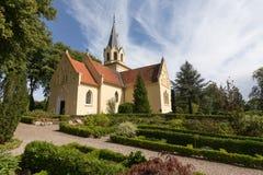 Kościół w ogródzie Fotografia Royalty Free