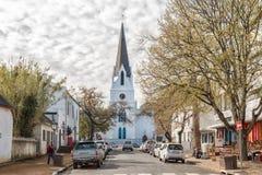 Kościelna ulica z historycznym holenderem Reformował Macierzystego kościół w Stela zdjęcie stock