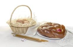 Kościelne świeczki, wielkanoc tort, jajka w gniazdeczku i kadzidło, Fotografia Royalty Free