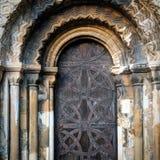 Kościelny drzwi, ozdobny archway medievil, fotografia royalty free